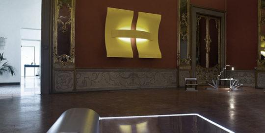 DESIGN Art City Tavolino di Pietro Travaglini, Scultura a parete di Stefano Ughi